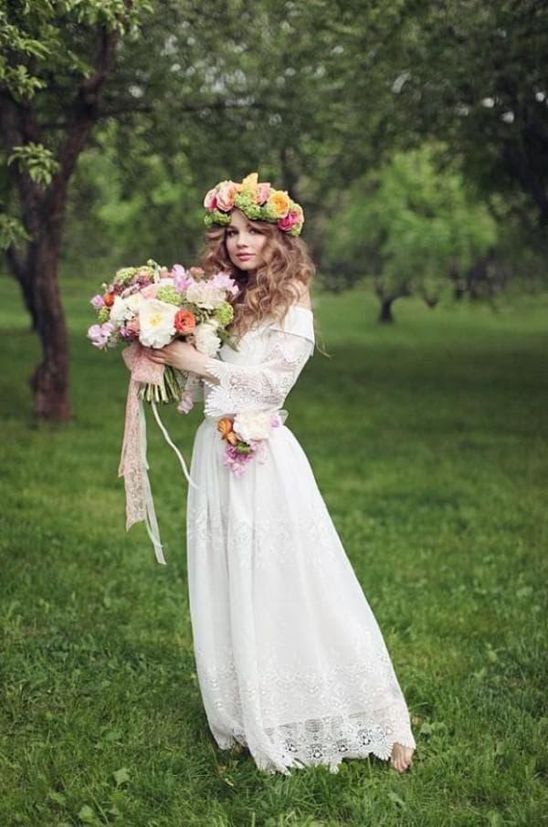 Прическа и букет невесты в стиле рустик
