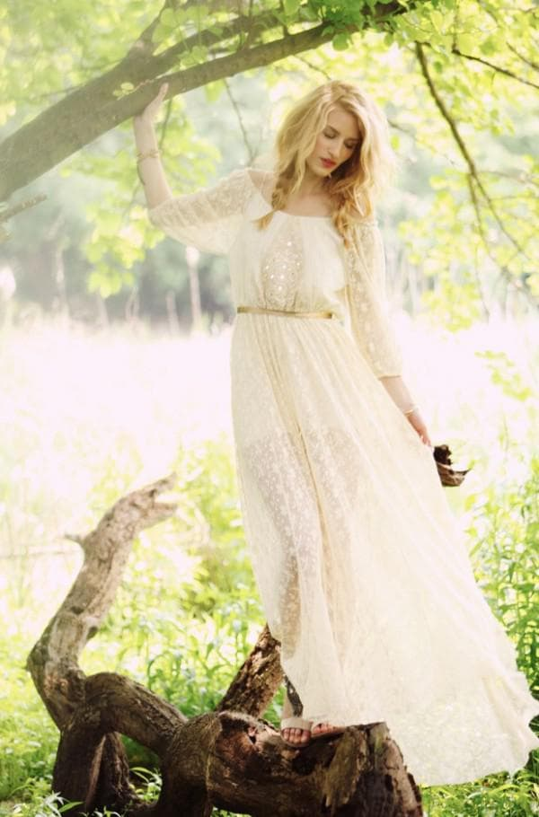 Воздушное платье невесты в стиле рустик