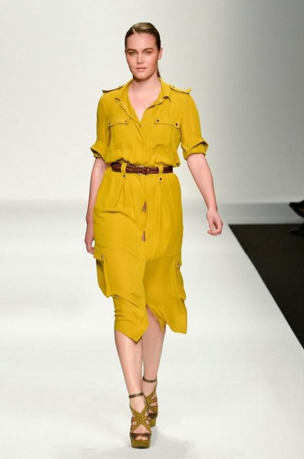 Жёлтое платье рубашка в стиле сафари для полных
