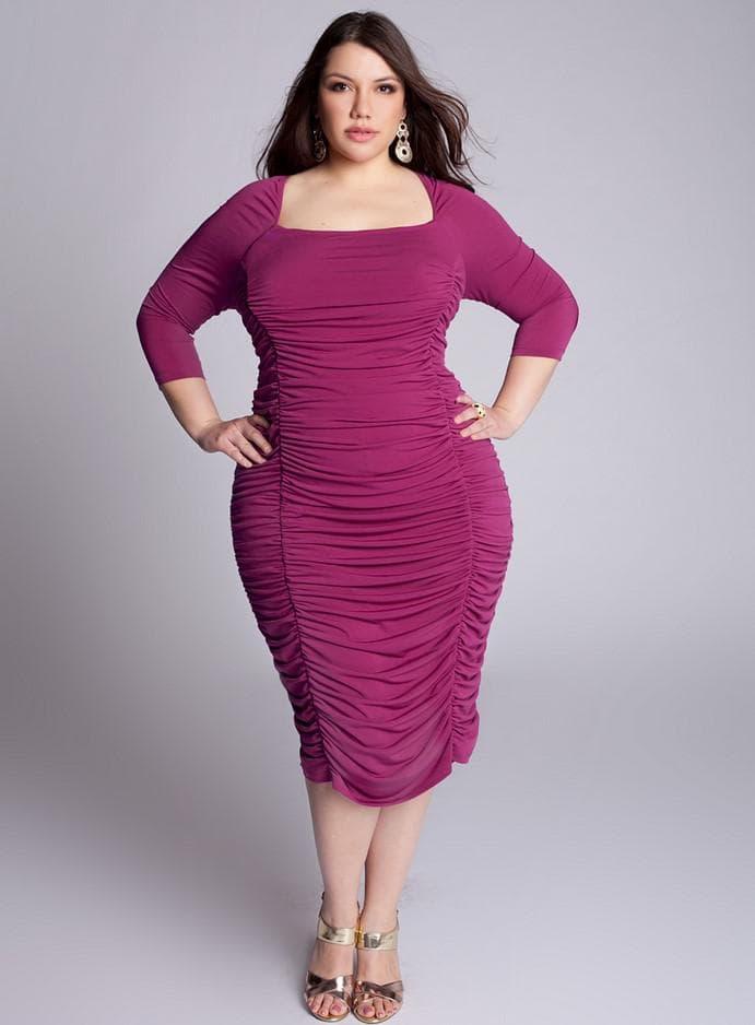 Цветное коктейльное платье большого размера