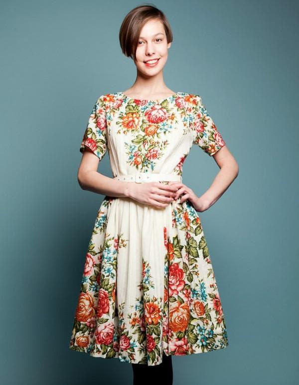 Штапельное платье миди длины в народном стиле