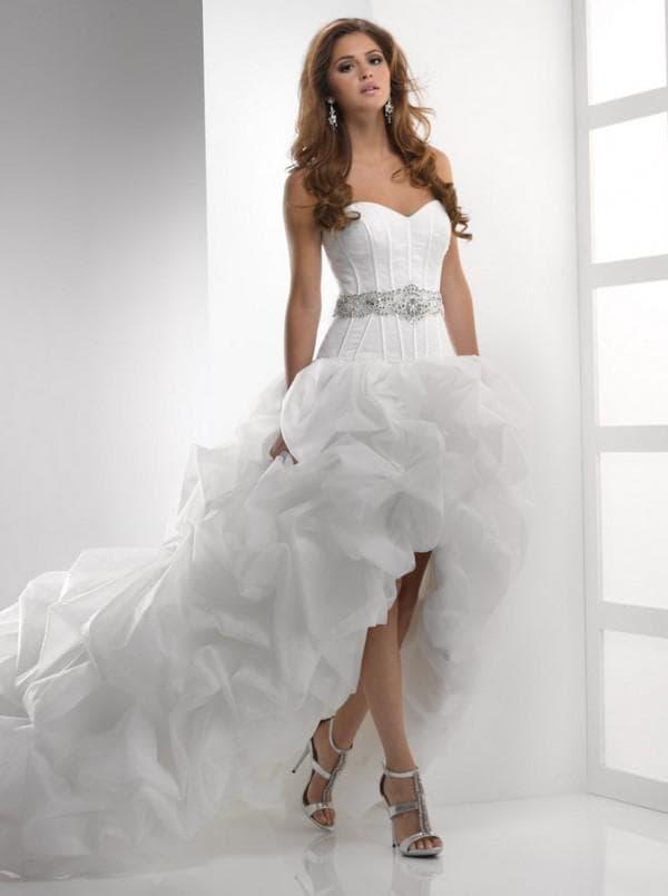 Свадебное платье короткое спереди длинное сзади с пышной юбкой