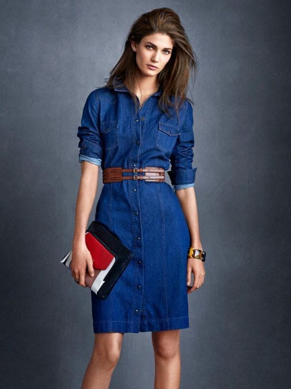 Офисный образ с джинсовым платьем