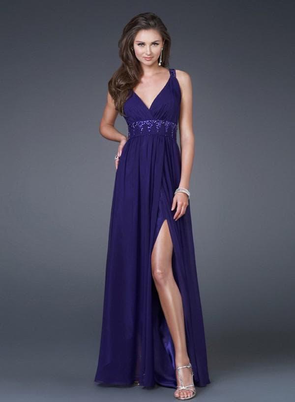 Длинное синее платье с разрезом