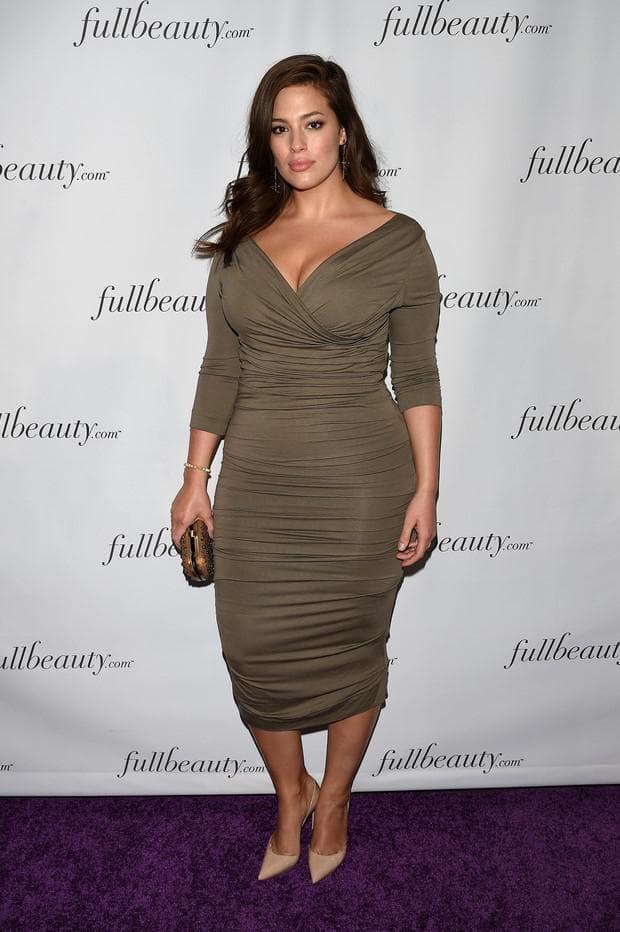 Роскошное платье для полной женщины невысокого роста