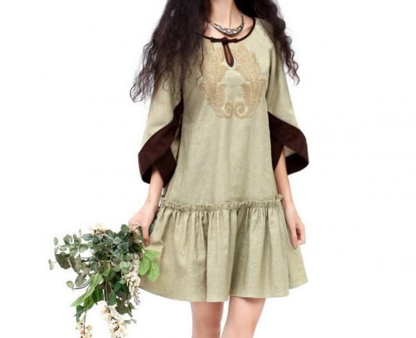 Льняное платье с рукавами клёш