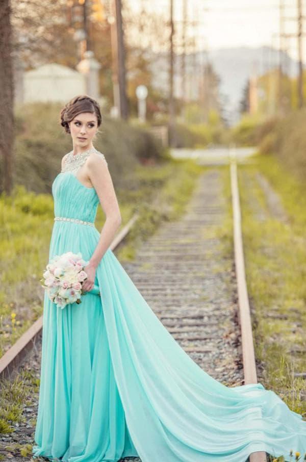 Свадебное платье цвета тиффани