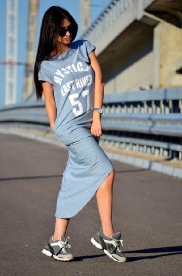 Платье туника в спортивном стиле