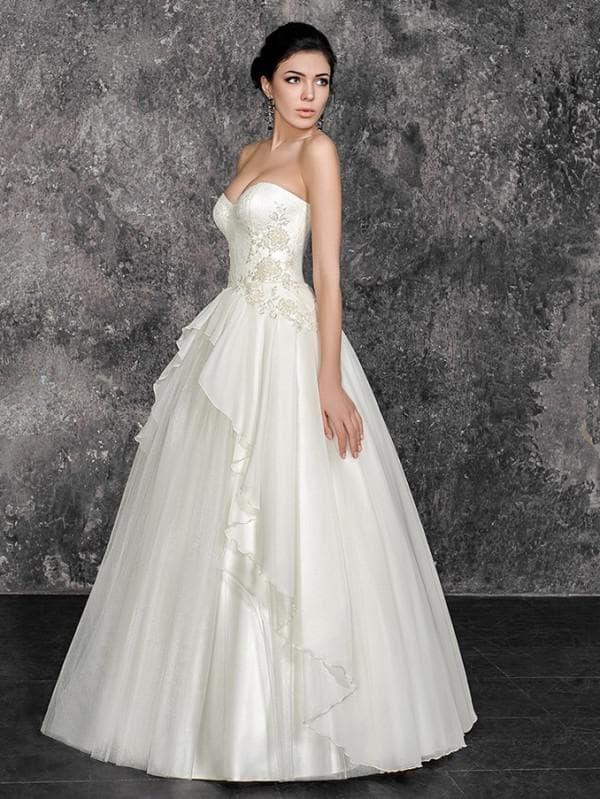 Свадебное платье принцесса с разноуровневой баской