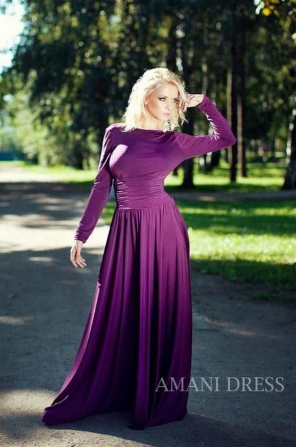 Фиолетовое платье в пол с длинными рукавами