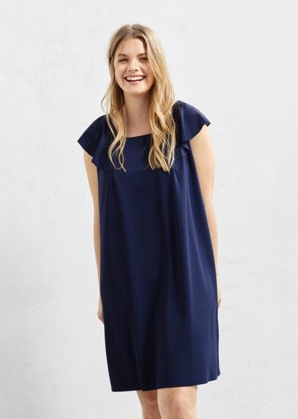Синее платье с воланами для полных
