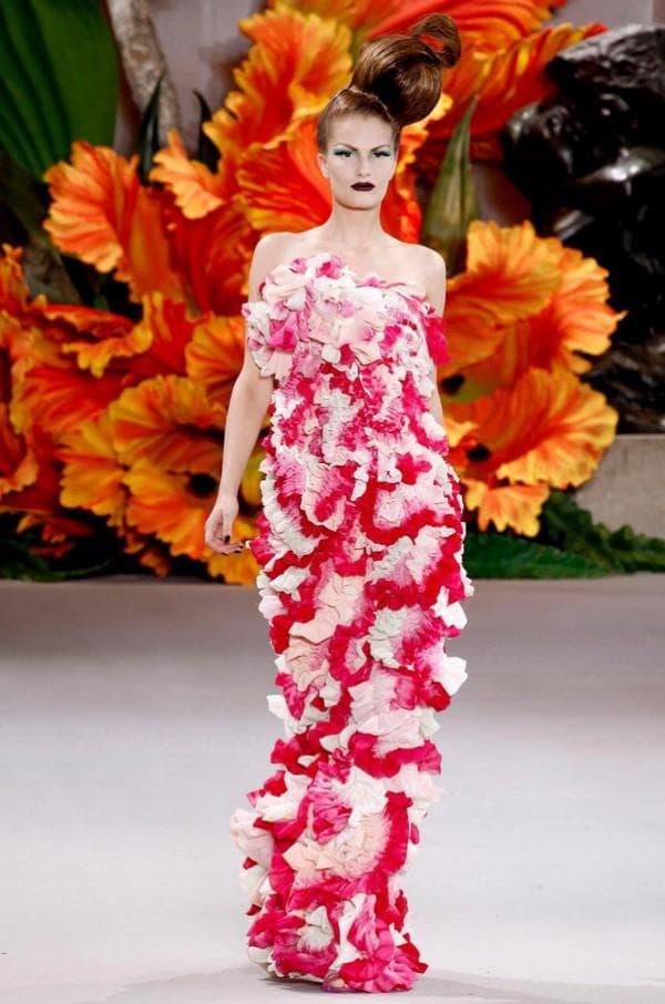 Длинное вечернее платье словно из цветов