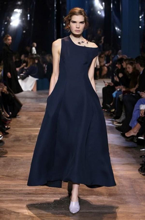 Синее платье миди от Диор