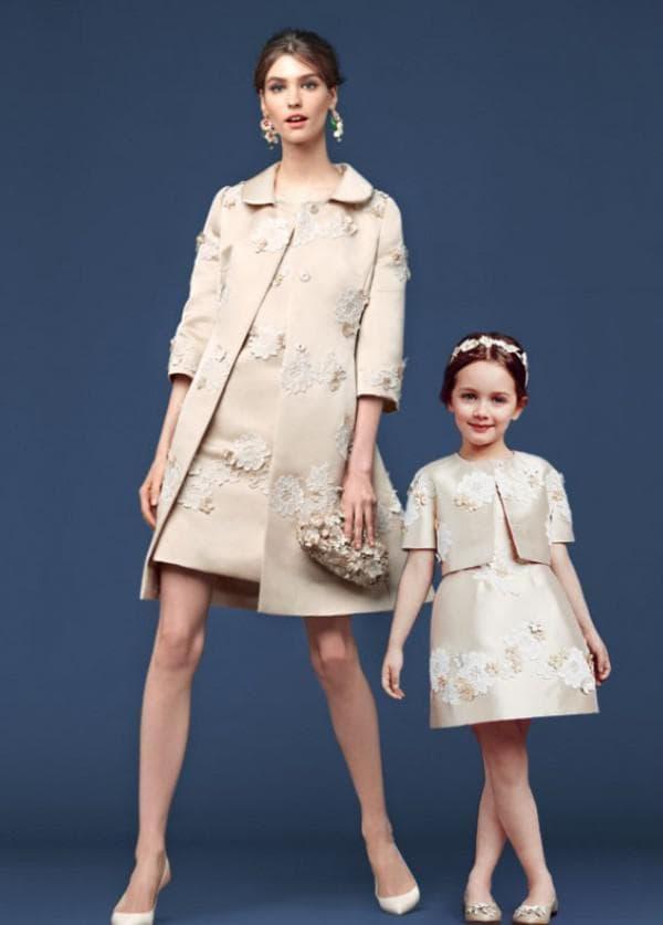 Дизайнерские одинаковые платя для мамы и дочки