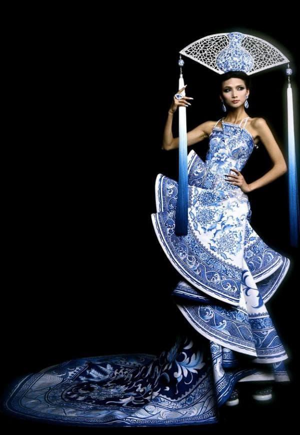 Платье китайского дизайнера Guo Pei