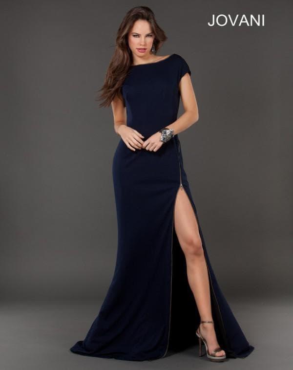 Вечернее платье с вырезом на бедре