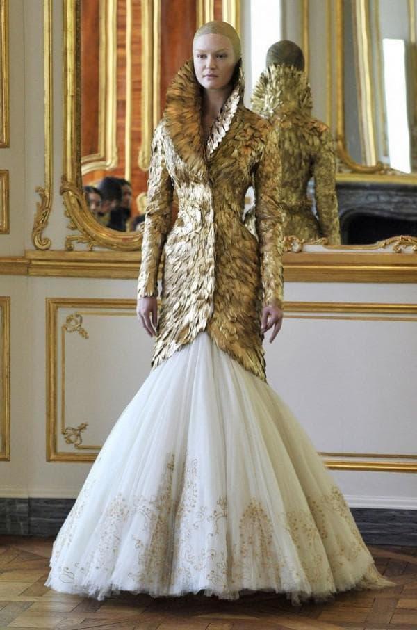 Пышное платье из последней коллекции Александра Маккуина
