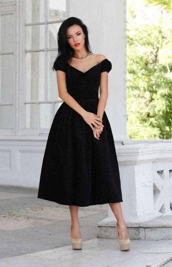 Чёрное платье миди с пышной юбкой