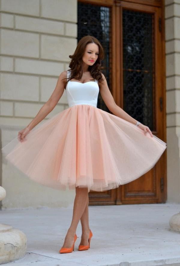 Платье миди с пышной юбкой в ретро стиле