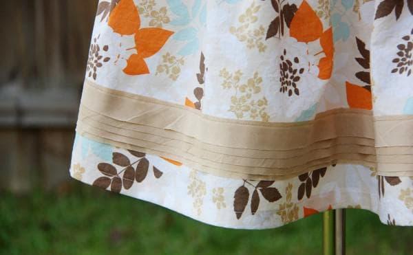 Как удлинить платье с помощью контрастной вставки