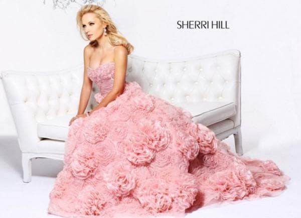 Пышное платье розовое