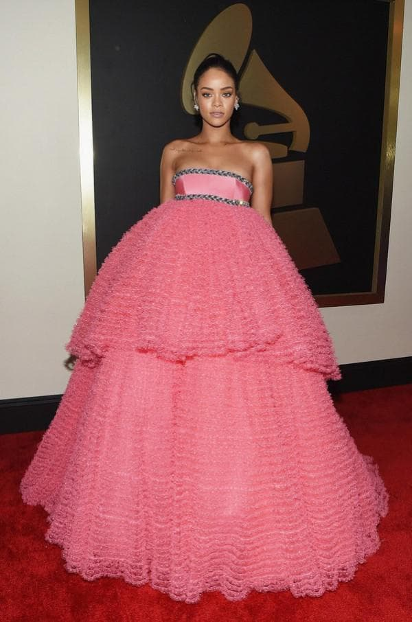 Пышное розовое платье Рианны