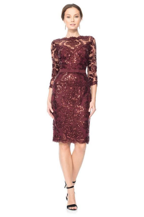 Кружевное платье цвета марсала