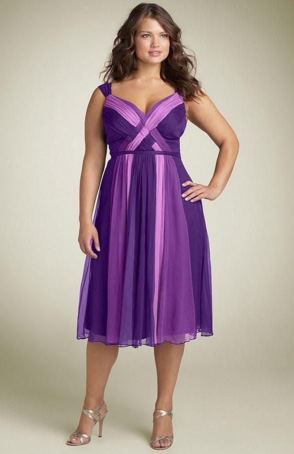 Фиолетовое коктейльное платье большого размера