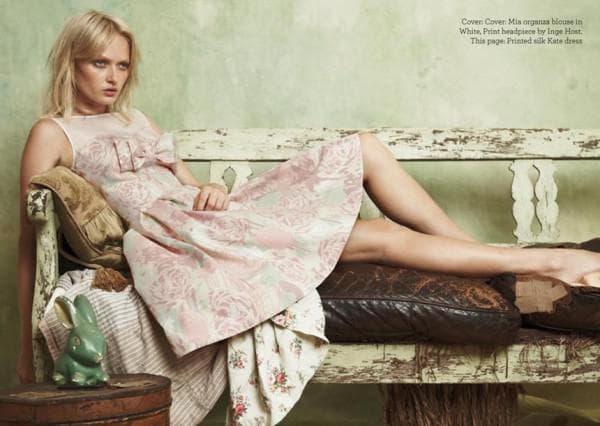 Короткое платье с вышивкой в стиле прованс
