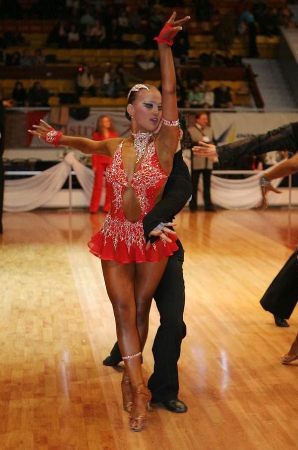 Оранжевое платье для девочки которая танцует латино