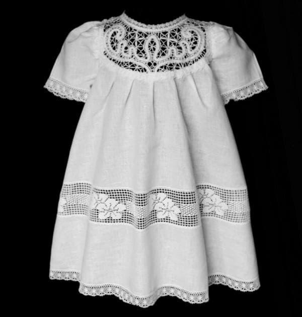Льняное крестильное платье с кружевом