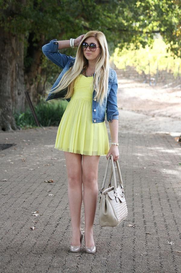 С чем носить желтое платье летом