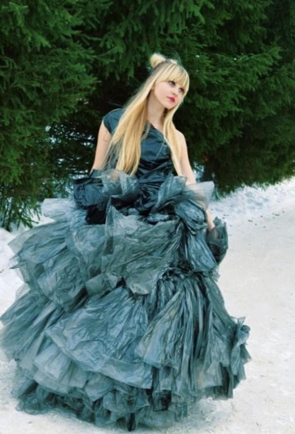 Свадебное платье из мешков для мусора