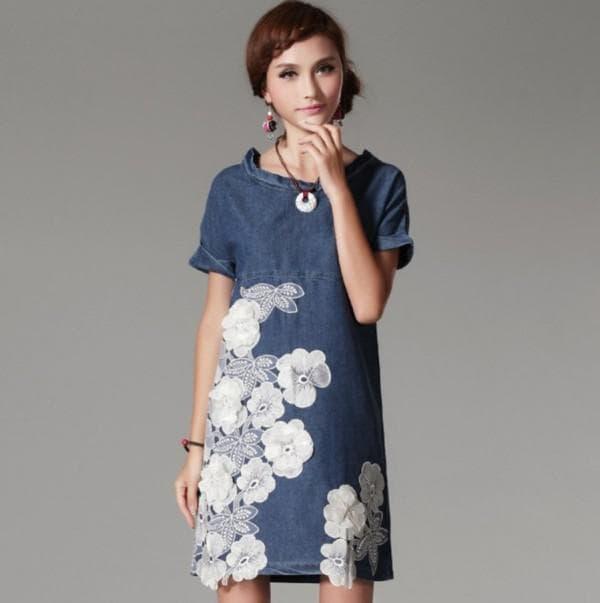 Короткое джинсовое платье в цветок