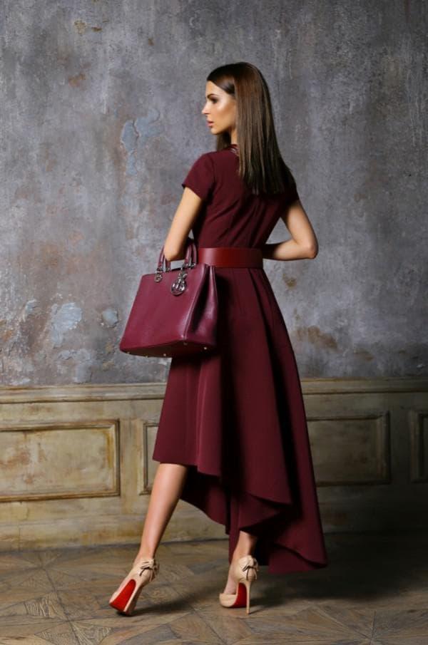 Офисное платье цвета марсала