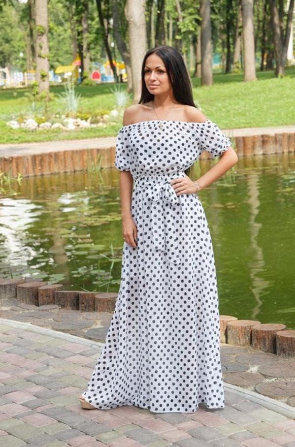 Длинное платье в горошек