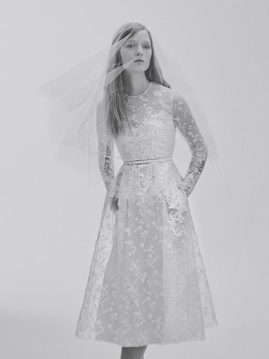 Короткое свадебное платье из кружева