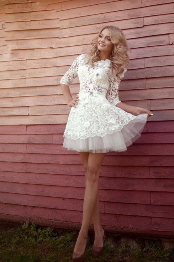 Очень короткое свадебное платье из кружева
