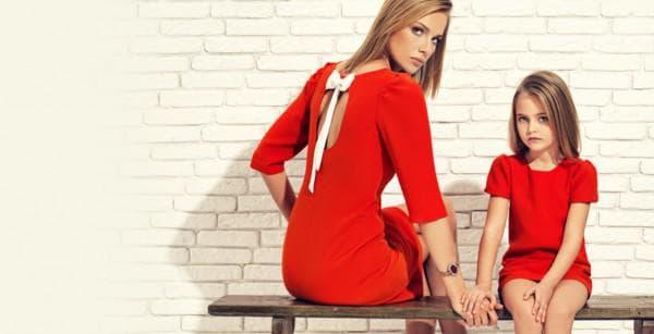 Красные одинаковые платья для мамы и дочери