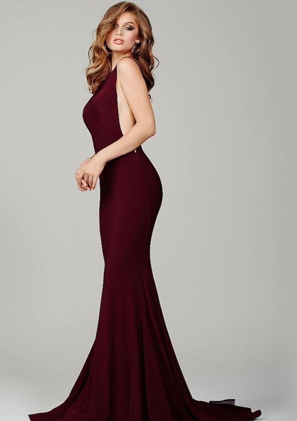 Длинное платье цвета марсала