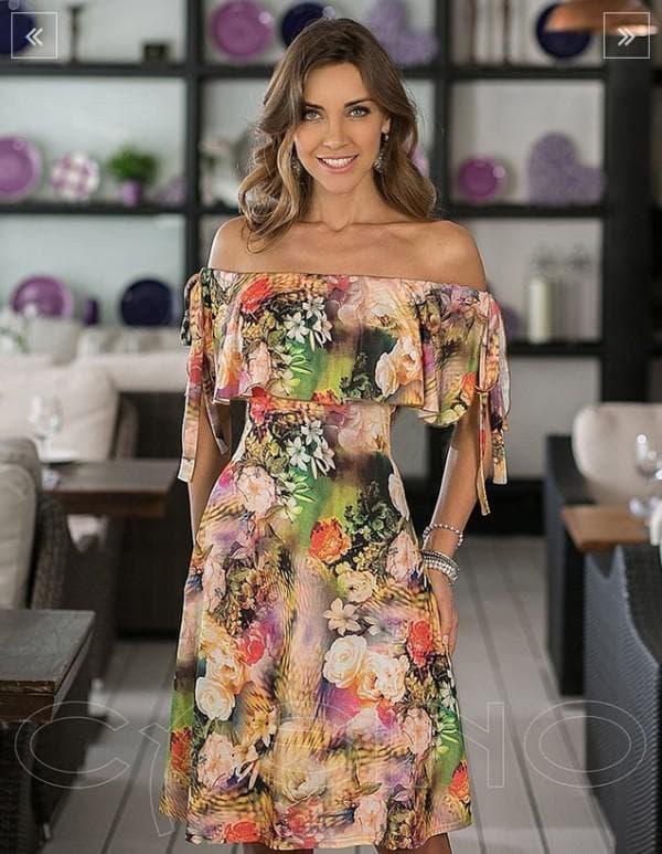 Платье в цветок с открытыми плечами