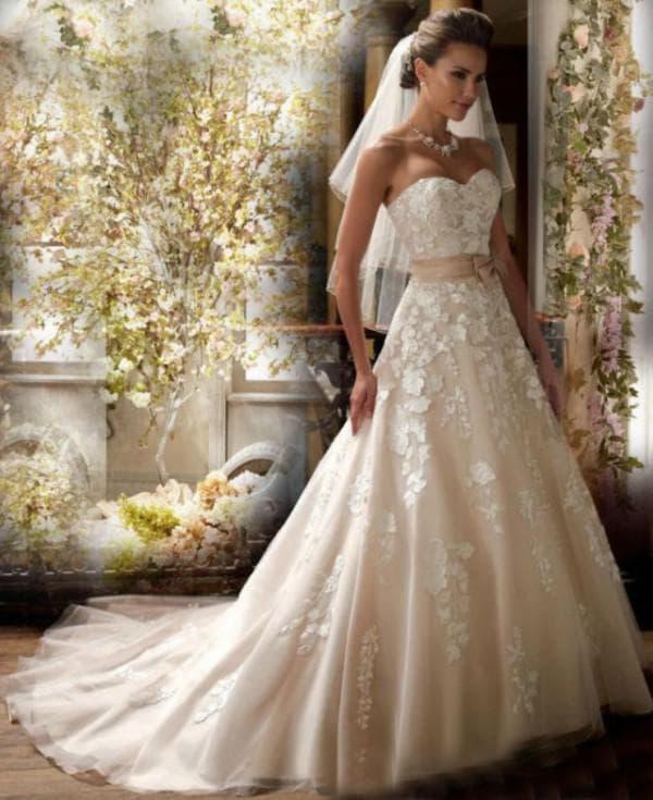 Свадебное платье цвета айвори А-силуэта