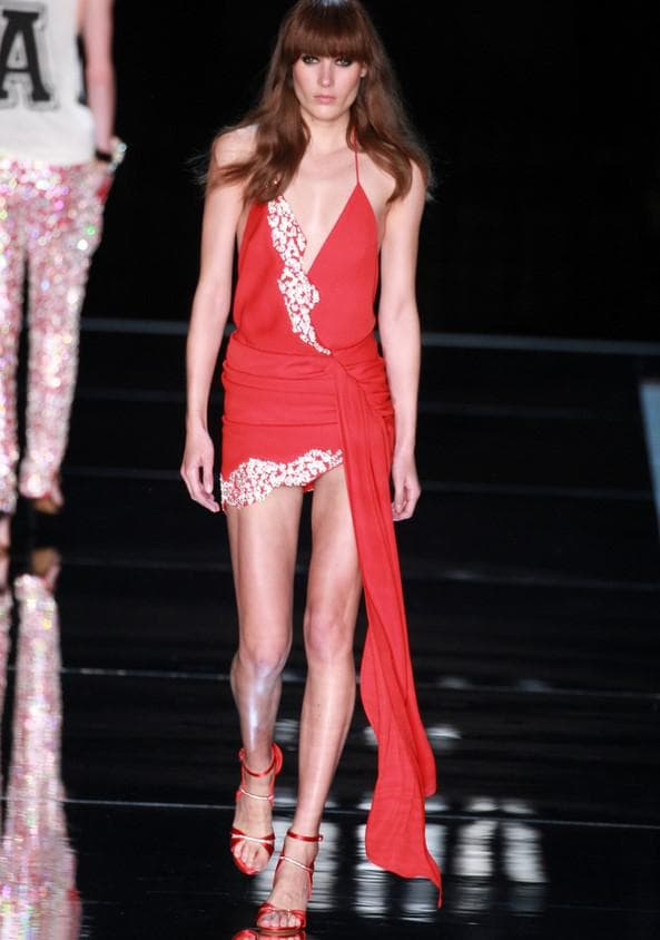 Коралловое мини платье обтягивающее