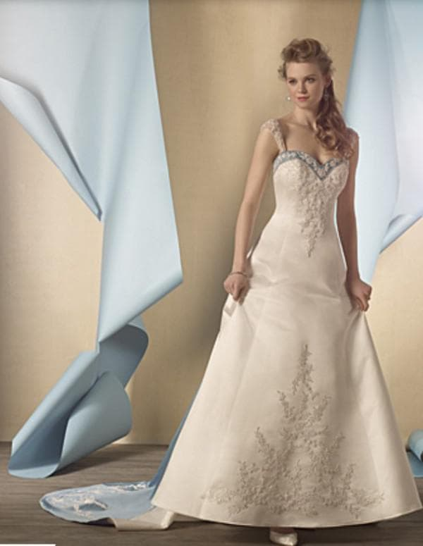Свадебное платье большого размера из плотного атласа