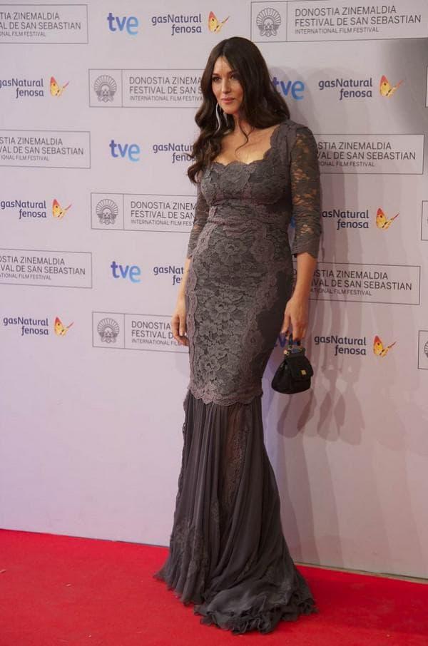 Моника Беллуччи в кружевном платье в пол