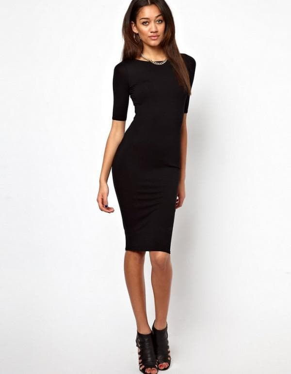 Обтягивающее черное платье длины миди