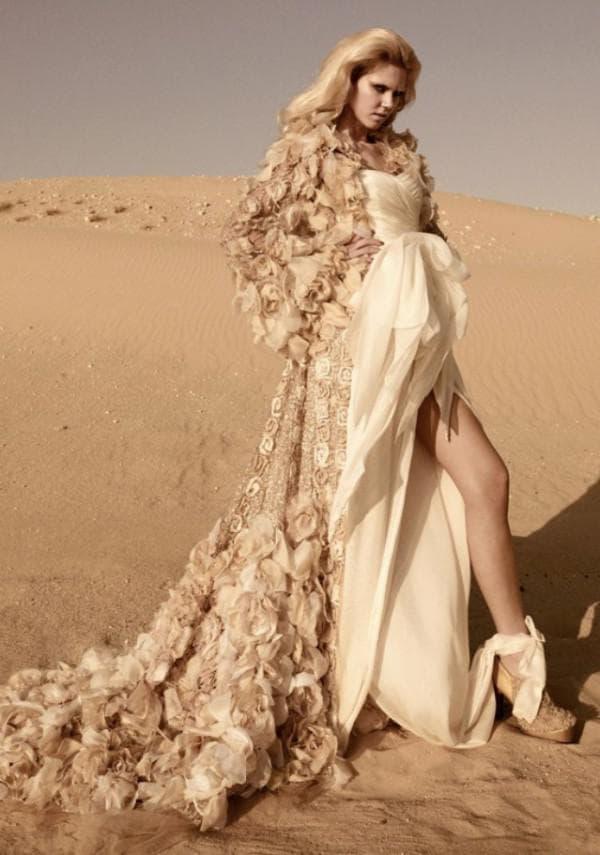 Роскошное свадебное платьецвета золотого песка