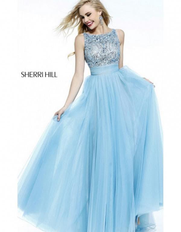 Пышное голубое вечернее платье