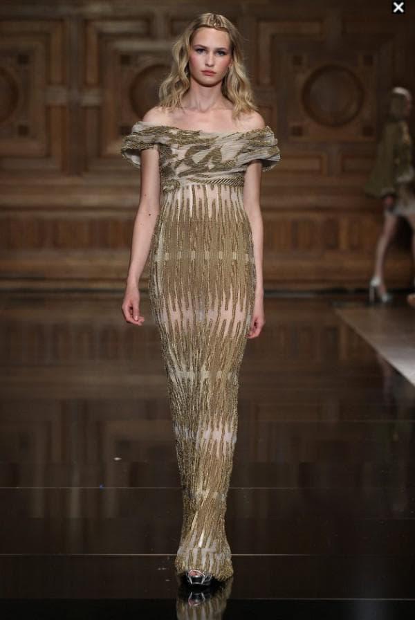 Малахитовое платье в пол облигающее фигуру