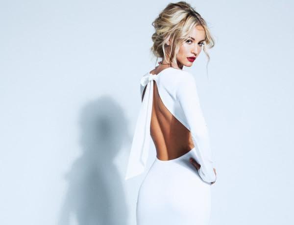 Белое вечернее платье с открытой спиной